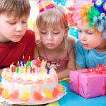Cuando una de las gemelas no está invitada a un cumpleaños