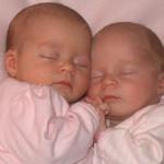 ¿Los gemelos o mellizos deben dormir en la misma cuna? ¿Hasta cuando?