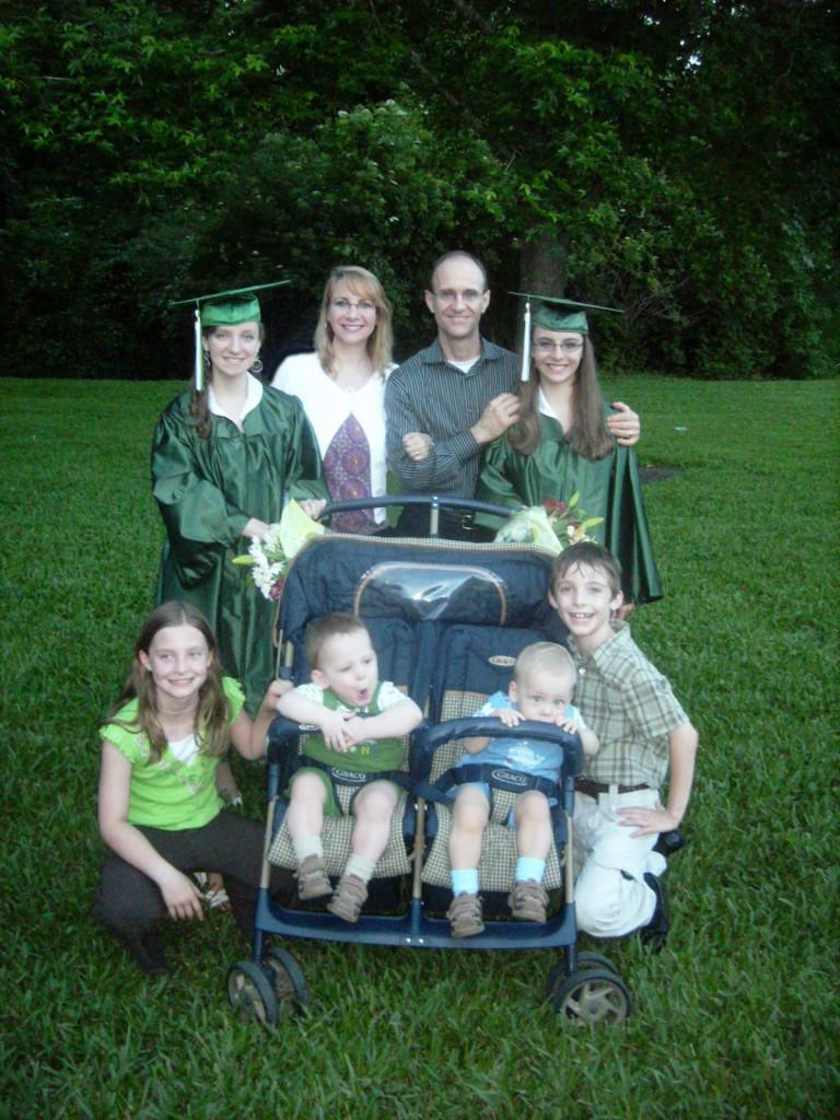 ¡Una familia formada por tres pares de gemelos!
