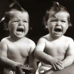 Cómo actuar cuando los gemelos o mellizos lloran a la vez