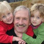 Favoritismo de los familiares hacia uno de los gemelos, mellizos o trillizos