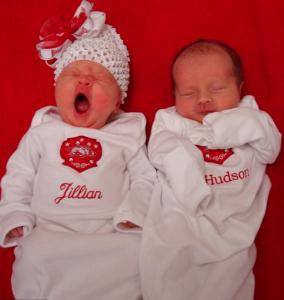 Los mellizos Grovenburg, Jillian y Hudson, siendo este último el más pequeño aunque curiosamente nació primero