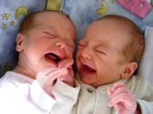 A tus bebés les calmará mucho el contacto físico contigo