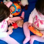 Los mejores juguetes para tus gemelos, mellizos o trillizos por edades