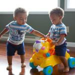 Cómo elegir juguetes para tus gemelos, mellizos o trillizos