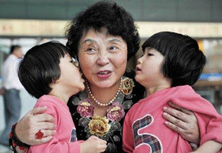 Sheng Hailin: Madre de gemelas con 60 años