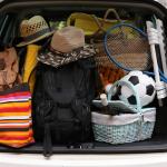 Aspecto típico del coche de una familia múltiple a punto de salir de vacaciones
