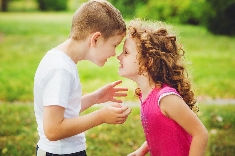 Debes ir a la raíz del problema para descubrir por qué tus mellizos tienen una relación tan conflictiva