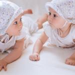 ¿Cómo distinguir a mis bebés gemelos?