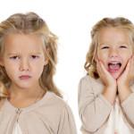 Cuando uno de los gemelos o mellizos critica al otro