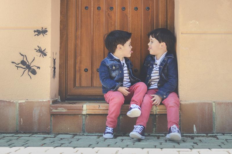 ¿Debemos prohibir a los gemelos que se imiten? ¿Cuál es la mejor forma de gestionar la situación?