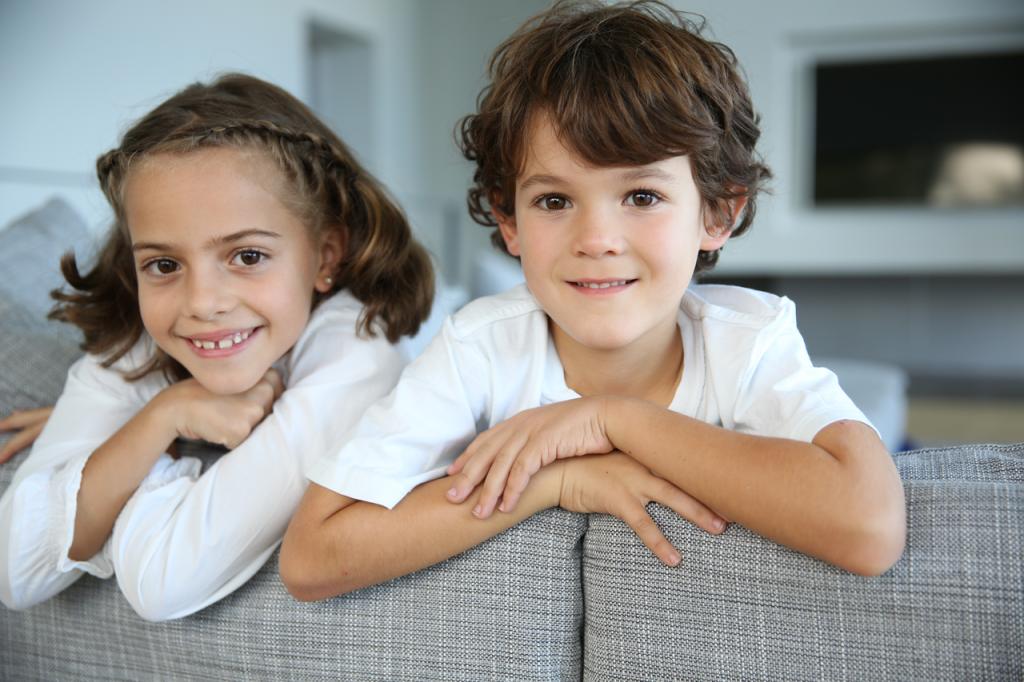 La preferencia de los gemelos o mellizos por estar juntos en clase no implica siempre la existencia de una patología