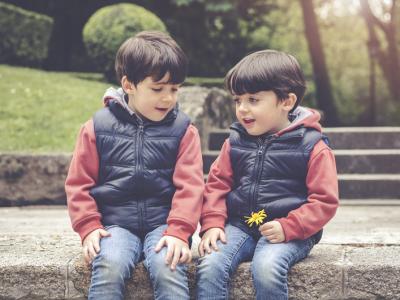Diferencia de peso entre gemelos idénticos